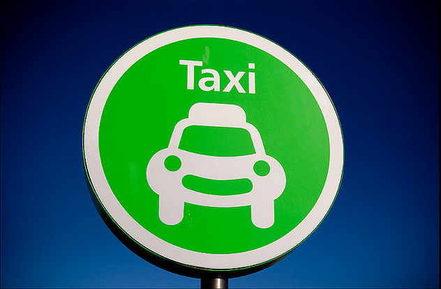Happy taxi - (c) Pau Kelly - Flickr